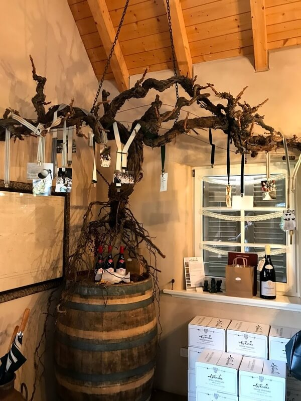 grape-vine-display-at-tscharkes-in-the-barossa-valley